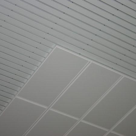 Systeemplafonds.nl Haarlem gymzaal systeemplafond akoestiek akoestisch plafondpaneel eiland